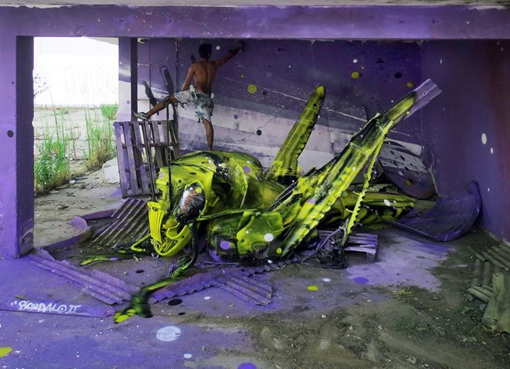19-Space-Grasshopper-Sculptor-Bordalo-Segundo-II-Sculpture-Urban-Camouflage-in-Upcycling-Rubbish-www-designstack-co
