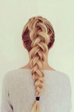 la moda en tu cabello cola de caballo con trenzas