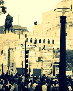 Manifestação na Plaza San Martín, em Lima