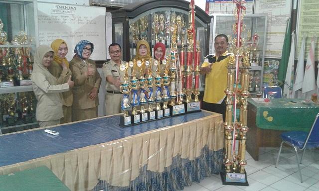 Drum Band SDN Mekarjaya 11 Boyong Piala Bergilir Kemenpora