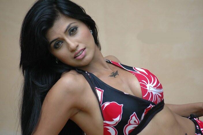 Aarthi puri hot with