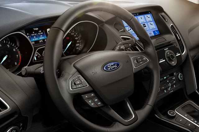 Ford Focus 2017 - interior - sistema SYNC3