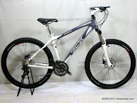 A 26 Inch Forward Trinx Damiano 4.0 HardTail Mountain Bike