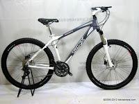 A 26 Inch Forward Trinx Damiano 4.0 HardTail Mountain Bike