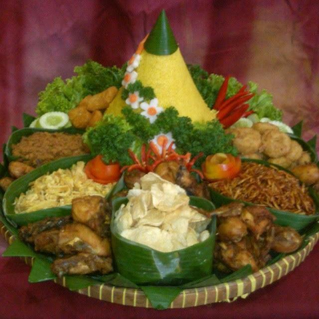 Nasi Tumpeng Kuning Murah untuk Peresmian Kantor, Syukuran, Selamatan, Pesta Ulang Tahun & Acara Perusahaan.