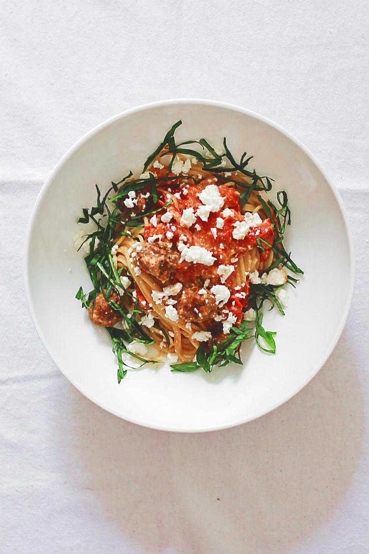 Spaghetti, Fleischbällchen aus Merguez, bulgarischer Ziegenkäse und geschmolzene Tomaten | Arthurs Tochter kocht. Der Blog für Food, Wine, Travel & Love