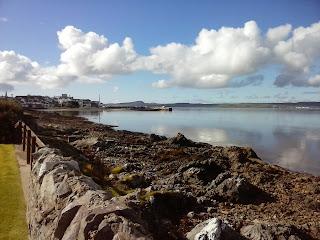 výhľad na Bowmore, centrálnu dedinu ostrova Islay