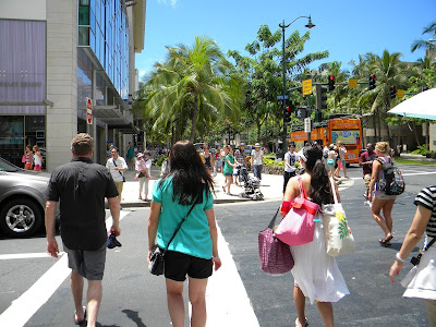 Waikiki shoppers copyright 2017 All Hawaii News all rights reserved