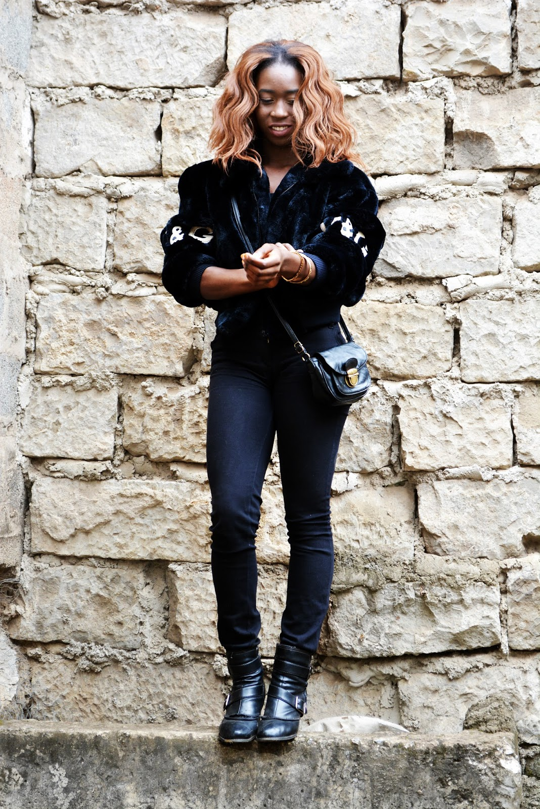 Dolce and Gabbana, fur coat, how to wear fur coats, all black casual outfit, what to wear in sminter, Ezil, African fashion blogger, Kenyan fashion Blogger,Style with Ezil, How to style a bodysuit, How to style and all black casual look.