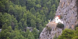 Η Αγία Μαρίνα στην Πάρνηθα είναι ένα από τα πιο ωραία εκκλησάκια της Αττικής σε μία τοποθεσία που σφύζει από πράσινο, σε ένα πολύ απόμερο κ...