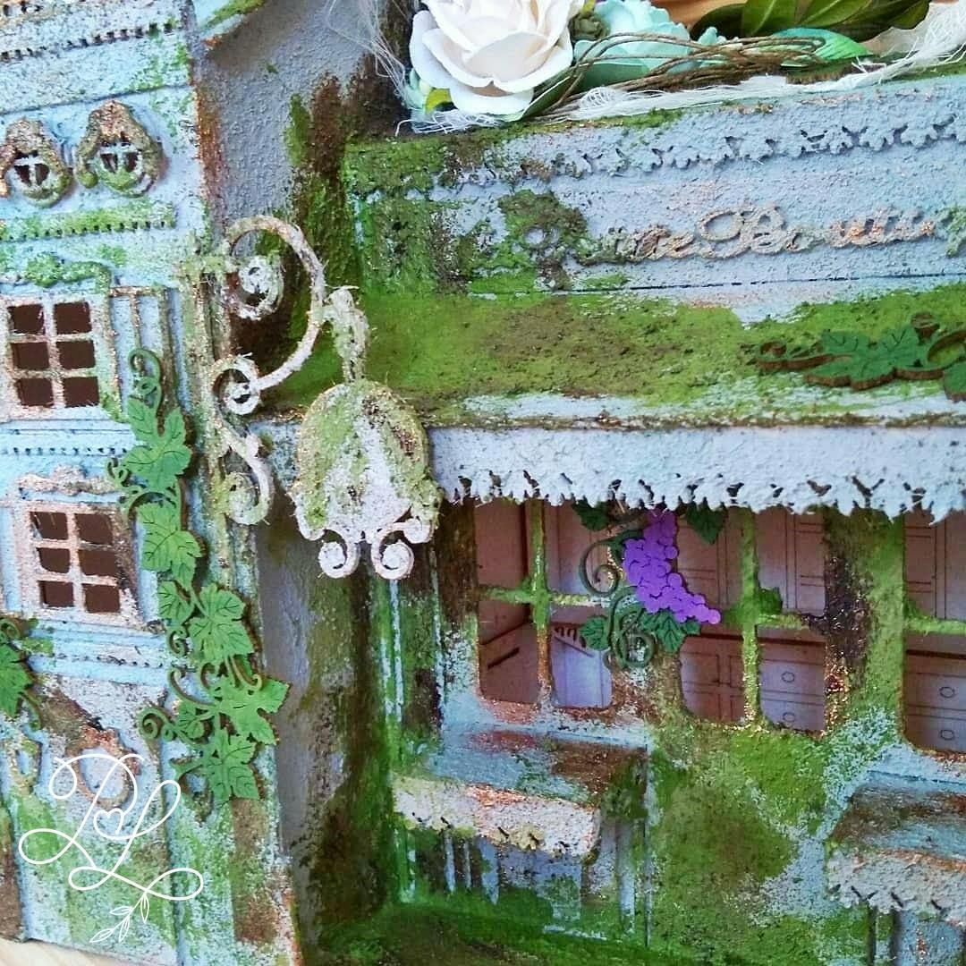 Mediowana kamienica jako dekoracja sklepu papierniczego i pracowni rękodzieła Papierowe Love - Katarzyna Rajczakowska.