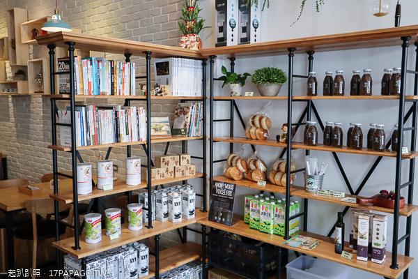 台中北屯|世界幸福咖啡東山店|空間寬敞舒適|網美拍照牆|不限時|有插座