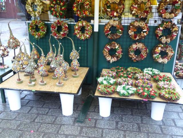 addobbi di Natale al mercatino di Cracovia
