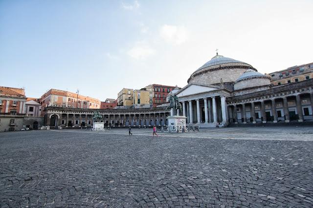 Piazza del Plebiscito-Napoli