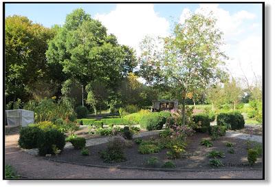 kleiner Garten im Gutspark