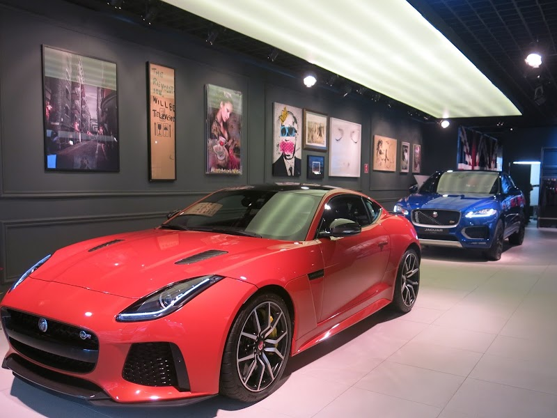 Jaguar Land Rover abre sua pop-up store no shopping JK Iguatemi
