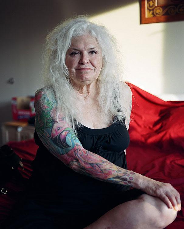 tattooed-elderly-people-13