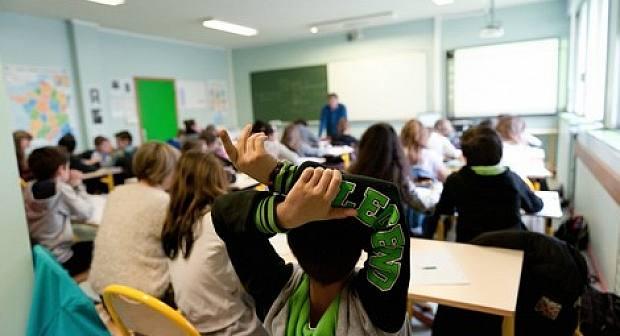 مؤسسة تعليمية إسبانية تحتجز 10 تلاميذ مغاربة بسبب رفضهم وضع الصليب