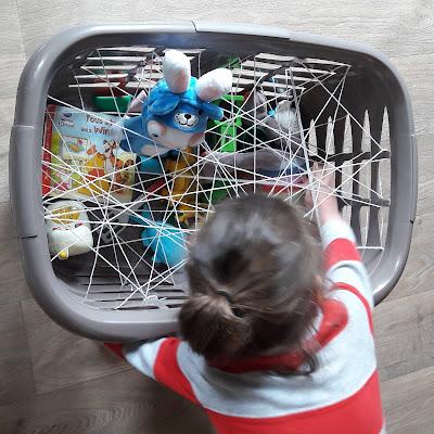 activité enfant jeu motricité maternelle petit toile araignée occuper bébé