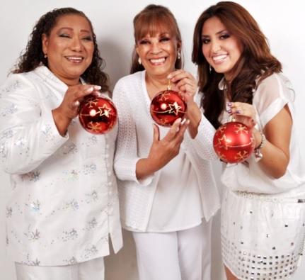 Foto de Bartola feliz junto a Edith Barr y Nicole Pillman