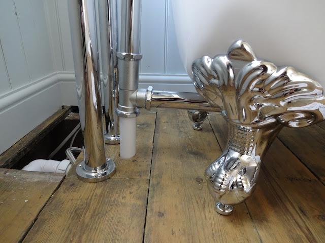 Winchester Slipper Bath with Ball Feet