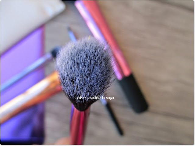 Deluxe Gift Set de Real Techniques - Angled Highlighter Brush
