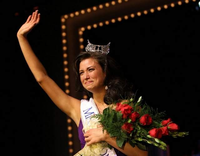 Laura Kaeppelar was crowned Miss Wisconsin 2011