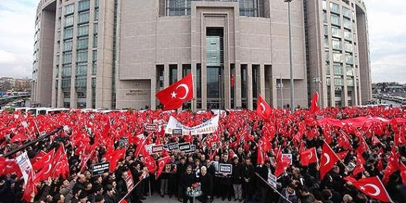 Crowds protest detention of journalists outside Istanbul Courthouse