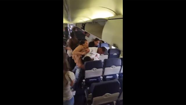 В США опять подрались авиапассажиры. Видео