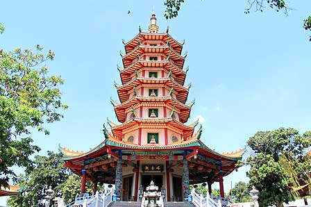 Vihara Buddhagaya Watugong di Semarang