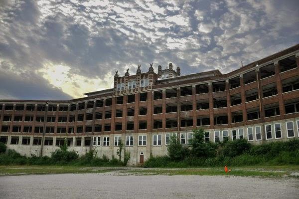 Waverly Hills Sanitarium, Kentucky, USA | 10 Scariest Abandoned Hospitals in the world