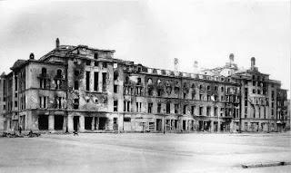1944: le théâtre Estonia après le bombardement