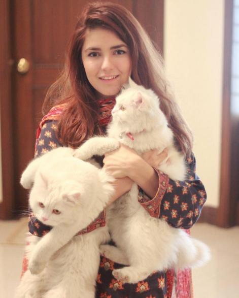 Momina Mustehsan Full HQ Photos