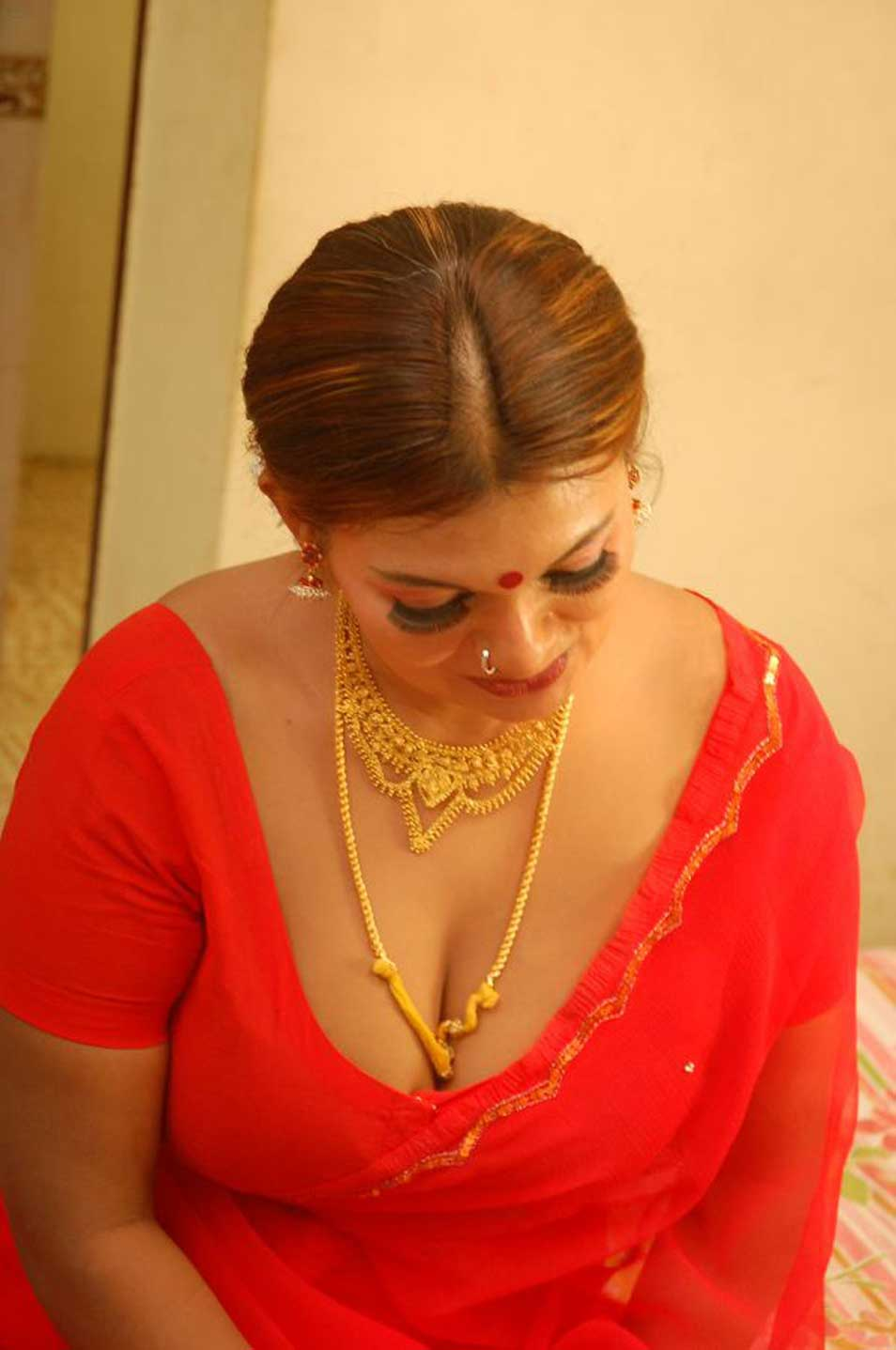 Tamil Actress Jennifer Spicy In Saree Stills Beautiful -6819