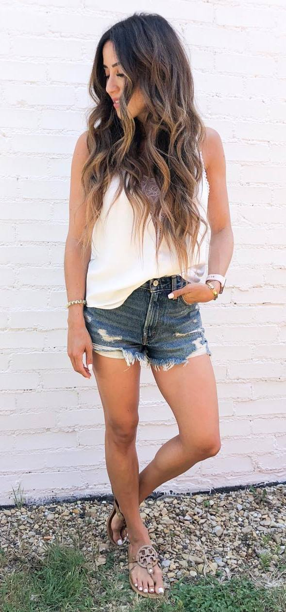 simple summer outfit idea / white top + shorts + flip-flop