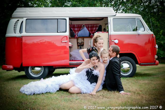 portrait mariés avec leurs enfants, photo fun rires joie