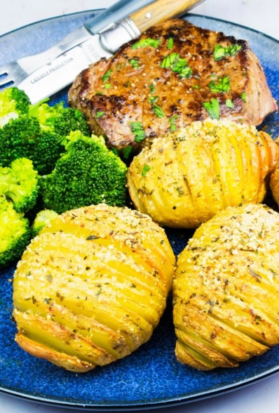 SYN FREE GARLIC AND PARMESAN HASSELBACK POTATOES