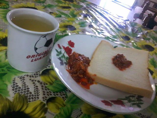 teh dengan roti cicah sambal sardin