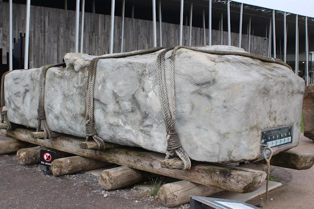 אבן לדוגמה במרכז המבקרים