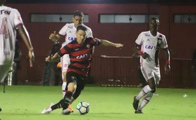 Trio de arbitragem de Vitória x Flamengo é afastado pela CBF