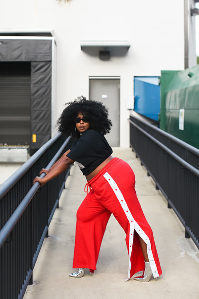 how to style plus size track pants, track pants with poppers trend for plus size, plus size fashion trends