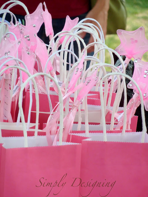 Pinkalicious Gift Bags - 10 Easy Party Ideas - #diy #party #birthdayparty #babyshower #partydecor #diydecor #pinkalicious