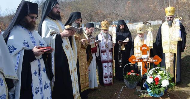 Протосинђел Ксенофонт: Умјесто запаљене воштанице на гробу оца Јована