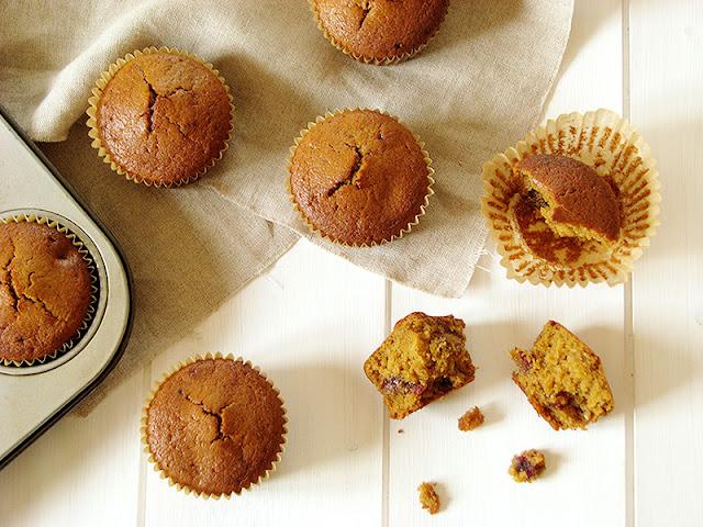 Muffins aux dattes et à la cardamome.
