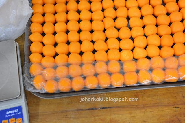 Peninsula Hong Kong Style Egg Custard Mooncakes by East Bistro Singapore 香港半島酒店奶黃月餅 |Johor Kaki Travels for Food