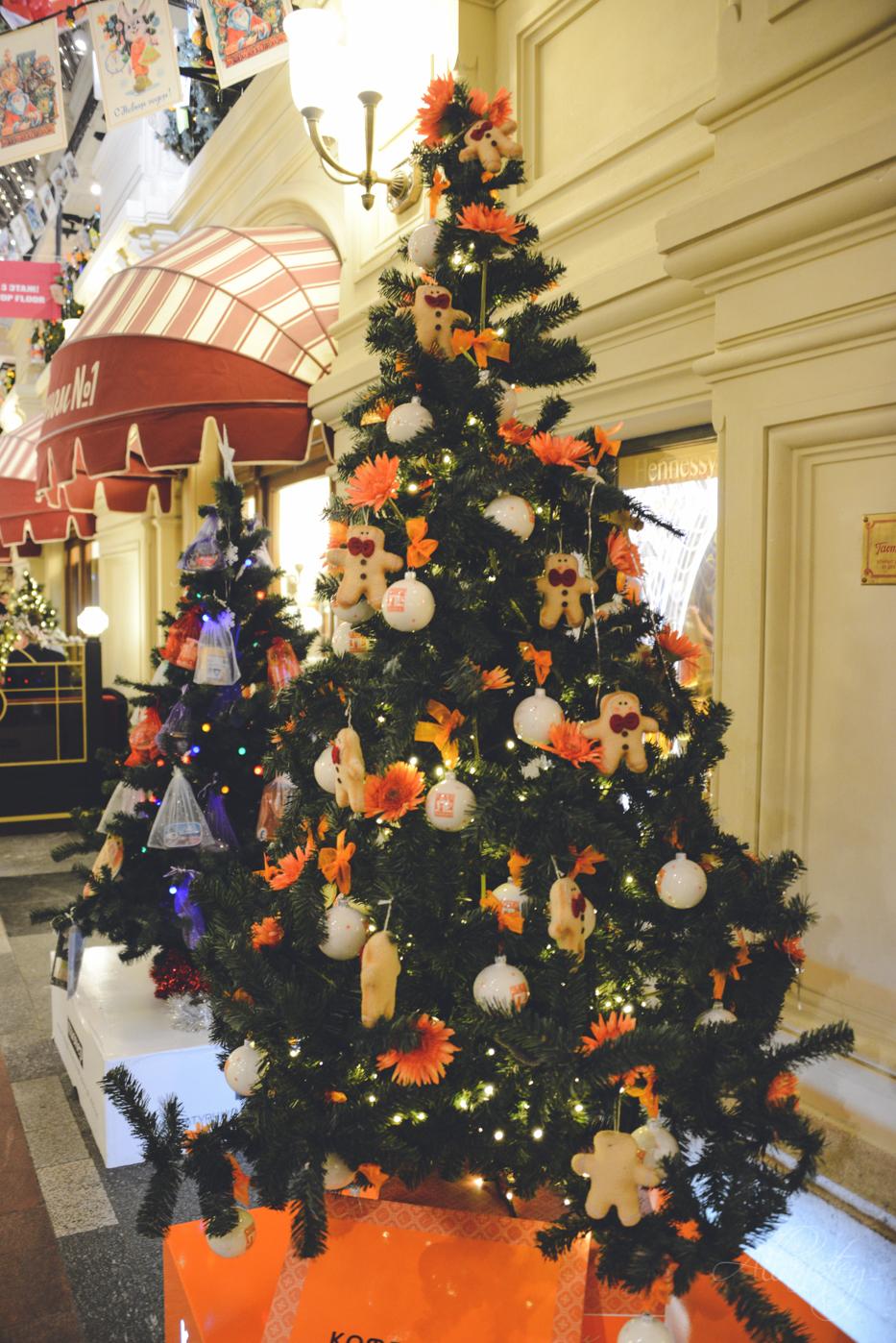 GUM Christmas tree decorations design