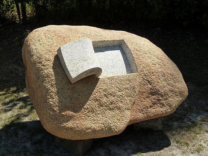 Piedras sólidas se convierten en suaves y orgánicas esculturas