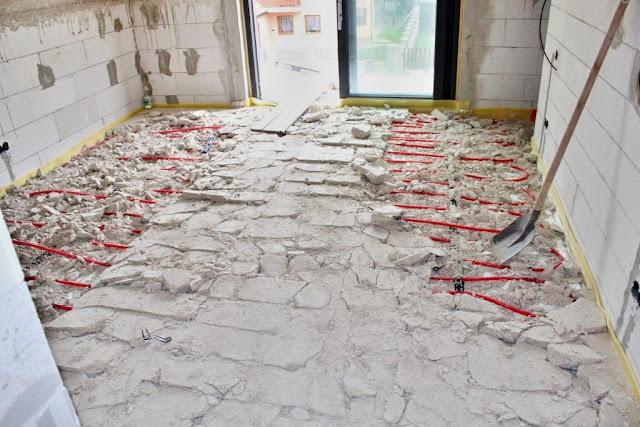 Rozbitá podlaha - podlahové kúrenie