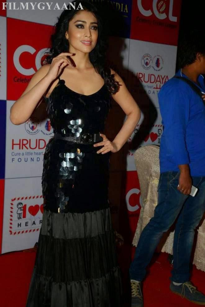 Shriya Saran Looks Hot At CCL Charity Dinner Photos