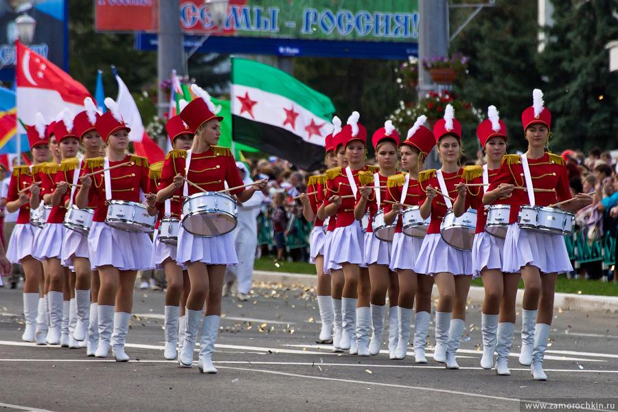 Барабанщицы на театрализованном шествии 'Все мы - Россия!' | Drummer girls at the parade We all are Russia